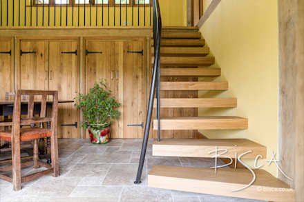 Staircase for Elizabethan timber framed property:  Stairs by Bisca Staircases