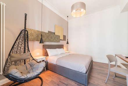 casa vacanze a Roma: Camera da letto in stile in stile Eclettico di cristina bisà
