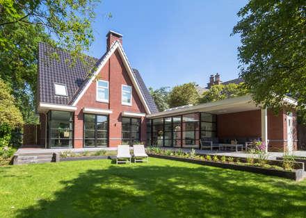 Interieur vrijstaande woning Bergen (NH): moderne Huizen door By Lilian
