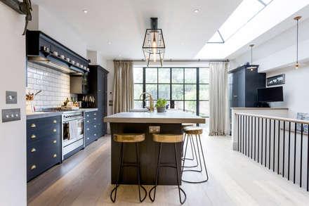 Kitchen: modern Kitchen by GK Architects Ltd