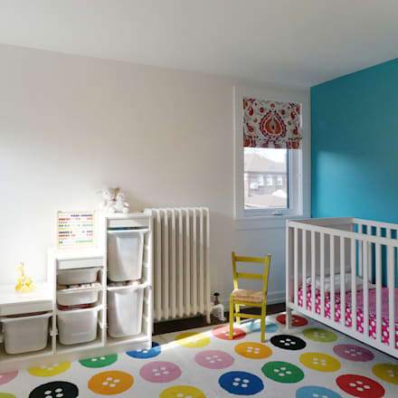 Oakwood Village House - Kid's Room:  Baby room by Solares Architecture