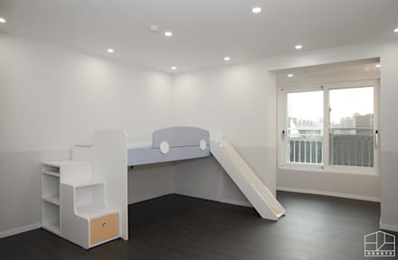minimalistic Nursery/kid's room by 홍예디자인