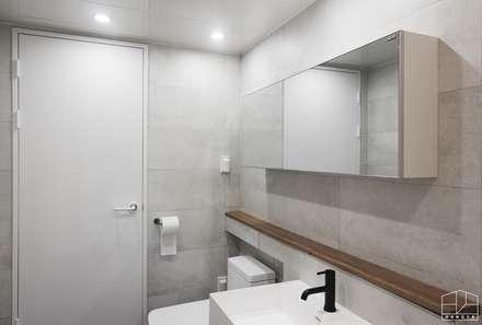모던 빈티지 스타일의 따뜻한 집, 방배동 신호 나이스 38평: 홍예디자인의  화장실