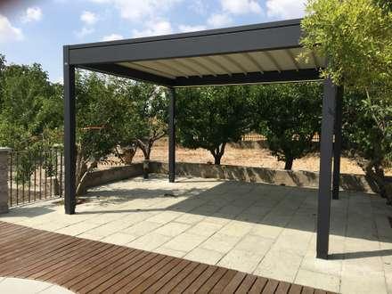 Pergola ISOLA 2: Jardines de estilo moderno de Tendals Egara