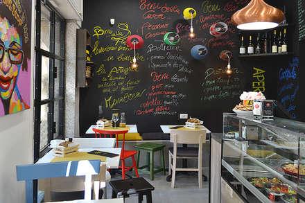 Sala: Negozi & Locali commerciali in stile  di INTERNO B