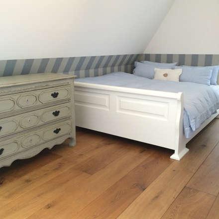 Ferienhaus auf Sylt: landhausstil Schlafzimmer von Charme de Provence