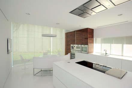 Cozinha: Cozinhas modernas por NVE engenharias, S.A.