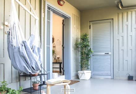 ingresso dal terrazzo: Terrazza in stile  di rosalba barrile architetto