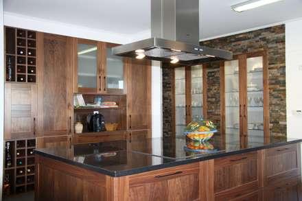 Projeto Rústico: Cozinhas rústicas por Moderestilo - Cozinhas e equipamentos Lda