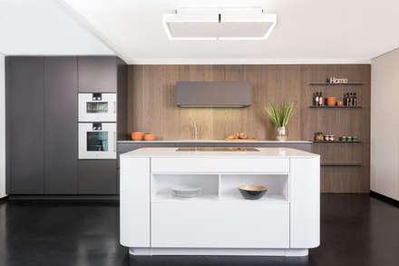 Rational Tio graphit grau und weiß mit Nischenwand Eiche sepia: ausgefallene Küche von Lang Küchen & Accessoires GmbH & Co KG