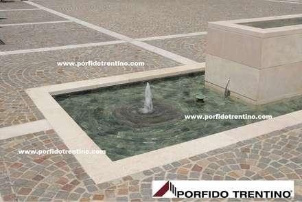 Pavimentazioni esterne: Laghetto da giardino in stile  di PORFIDO TRENTINO SRL