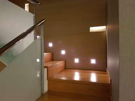 Sarria: Escaleras de estilo  de Unik For You sl