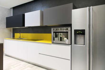 K14: Cucina in stile in stile Moderno di Andrea Picinelli