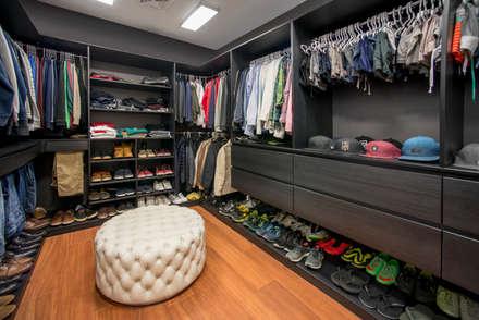modern Dressing room by Gracia Nano Studio