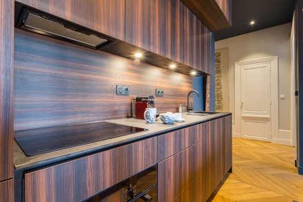 مطبخ ذو قطع مدمجة تنفيذ Thomas Marquez Photographie