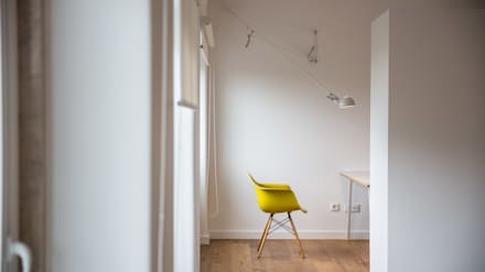 Uma casa minimalista: Escritórios e Espaços de trabalho  por Architect Your Home