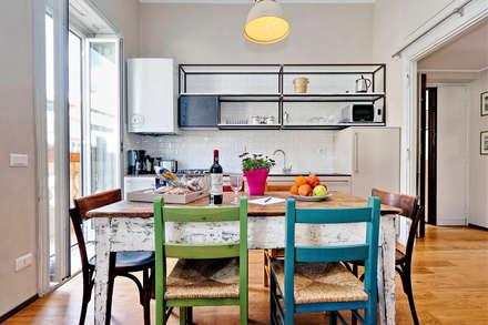 LABICANA APARTMENT: Cucina attrezzata in stile  di LAB87