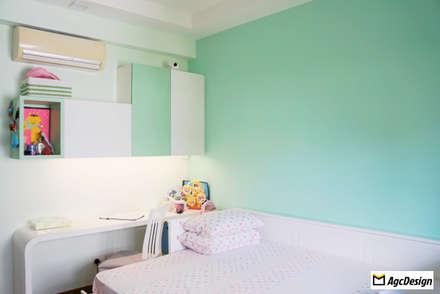 Mandarin Gardens Condo: modern Bedroom by AgcDesign