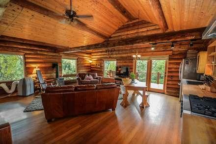 Rustikaler Wohnraum: Rustikale Wohnzimmer Von Tanja Mason Fotografie