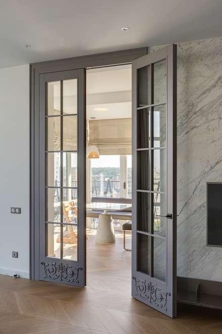 Puertas de vidrio de estilo  por Архитектурное бюро Materia174
