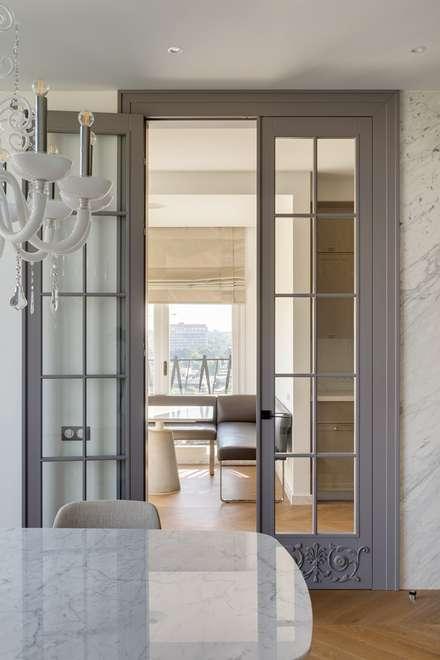 Puertas interiores de estilo  por Архитектурное бюро Materia174