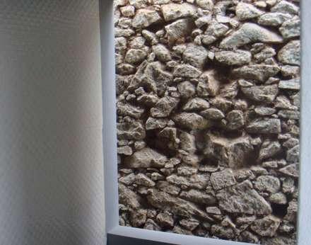 Casas das Estrelícias: Garagens abertas  por ® PERFIL┳ Arquitectura