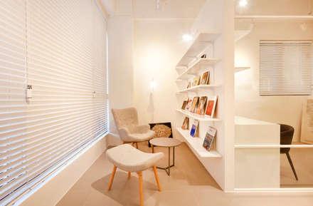 Oficinas de estilo minimalista por 원더러스트