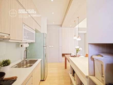 高雄 林公館:  廚房 by 築本國際設計有限公司