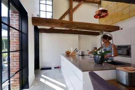 Renovatie monumentale hoeve: klasieke Keuken door ARCHiD