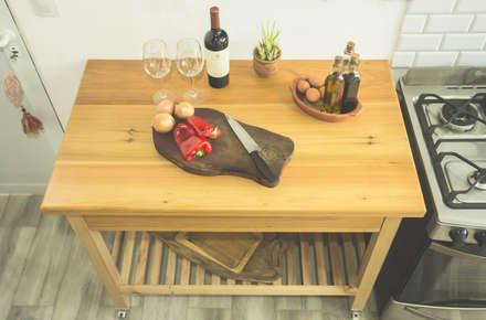 Mesa - Isla de cocina: Muebles de cocinas de estilo  por Mon Estudio