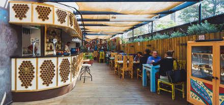Varanasi : Restaurantes de estilo  por 2712 / asociados