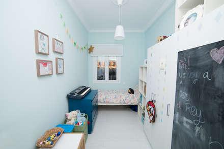 Habitación 2: Habitaciones de niños de estilo  de Remake lab
