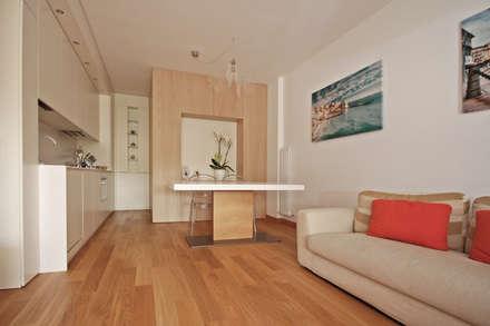 Ristrutturare e Arredare una Casa al Mare in Liguria: Sala da pranzo in stile in stile Mediterraneo di JFD - Juri Favilli Design