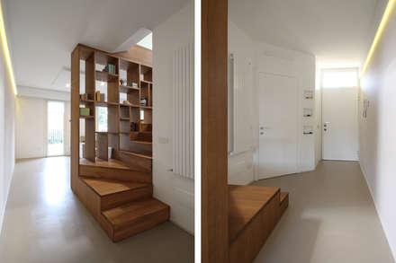 Scala Moderna in Legno: Ingresso & Corridoio in stile  di JFD - Juri Favilli Design