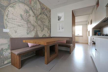Tavolo in Legno Moderno: Cucina attrezzata in stile  di JFD - Juri Favilli Design