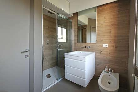 Bagno Moderno: Bagno in stile in stile Scandinavo di JFD - Juri Favilli Design