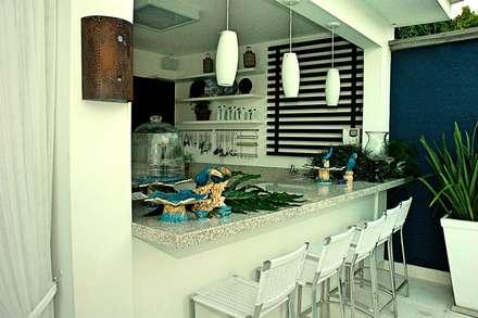 Residencia Carvalho: Piscinas tropicais por STUDIO AGUIAR E  DINIS