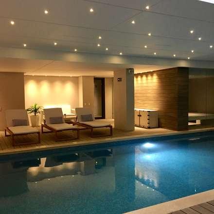 piscina: Piscinas de estilo moderno por Ecologik