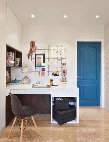 Blue Entrance door:  Wooden doors by SAGA Design
