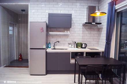 경남하동 50평형  ALC친환경 애견팬션: W-HOUSE의  주방 설비