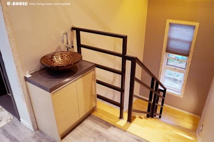 익산 임상리 50평형 ALC주택: W-HOUSE의  계단