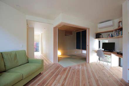 北大和の家: ニュートラル建築設計事務所が手掛けたリビングです。