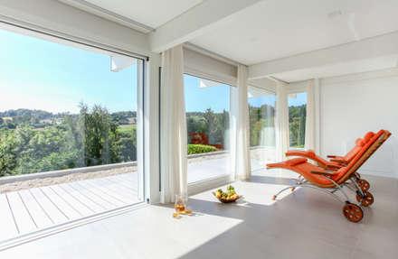 Haustraum mit Wohlfühlfaktor: modernes Spa von DAVINCI HAUS GmbH & Co. KG