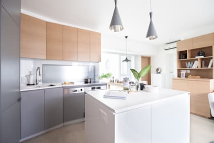 Cherry Crest: scandinavian Kitchen by Clifton Leung Design Workshop