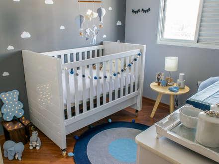 classic Nursery/kid's room by NOMA ESTUDIO