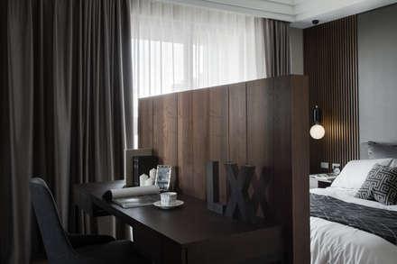 베드룸 테이블: KD Panels의  침실