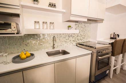 Gateway Garden Heights:  Built-in kitchens by TG Designing Corner