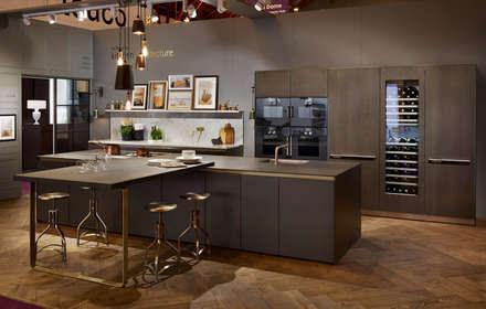 100% Design 2014: Kitchen Architecture's bulthaup b3 stand: modern Kitchen by Kitchen Architecture