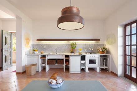 Armários de cozinha  por Oliver Kuty Photography