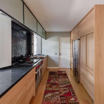 Cozinha: Cozinhas clássicas por NVE engenharias, S.A.